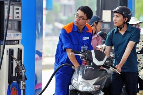 Việc đổ xăng cho xe máy vào buổi sáng về căn bản không giúp tiết kiệm xăng