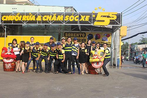Đội ngũ nhân viên rửa xe chuyên nghiệp