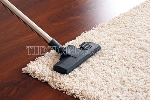 Sử dụng máy hút bụi đa năng để làm sạch thảm trải sàn