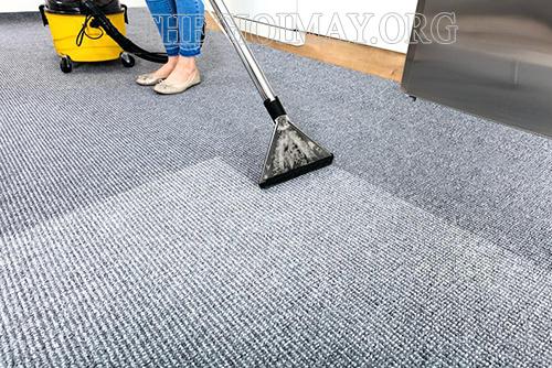 Cách giặt thảm sợi tổng hợp bằng máy giặt thảm phun hút