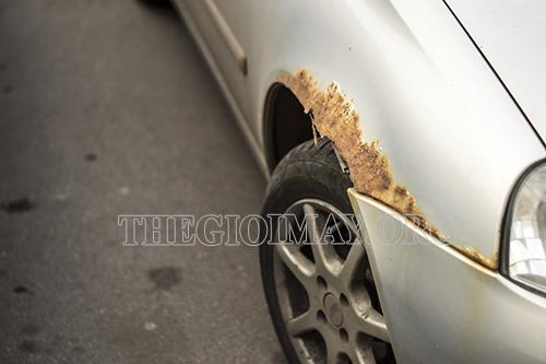 Rửa xe bằng nước giếng khoan có thể làm han gỉ các chi tiết kim loại