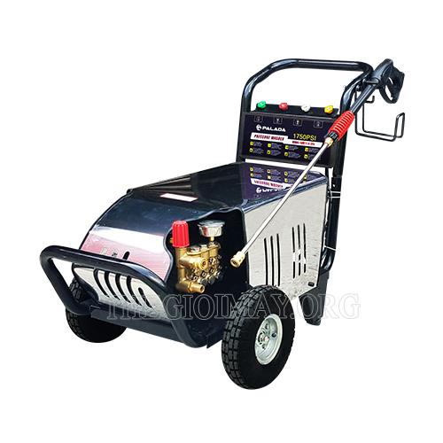 Máy rửa xe là thiết bị quan trọng trong bộ dụng cụ rửa xe máy