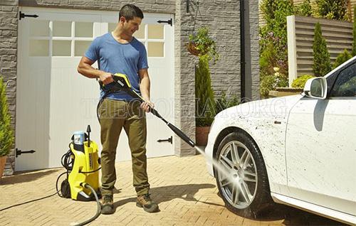 Máy rửa xe là thiết bị giúp làm sạch xe hiệu quả