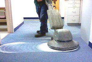 Giặt thảm văn phòng bằng máy giặt thảm chuyên dụng