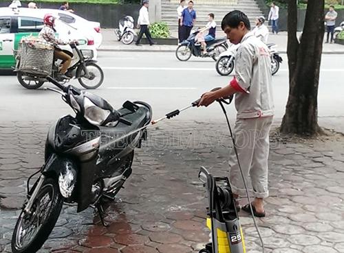 Ứng dụng máy xịt rửa xe Lavor