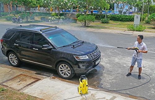 Rửa xe ô tô tại nhà
