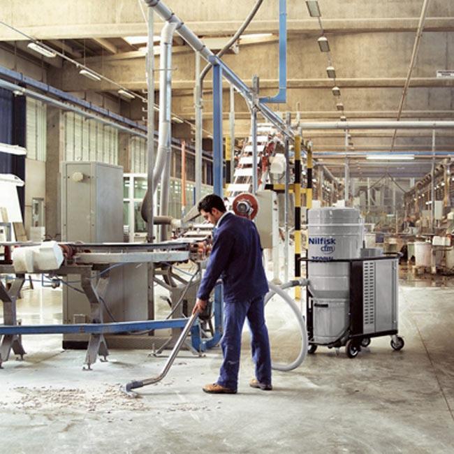 Cách vệ sinh máy hút bụi công nghiệp