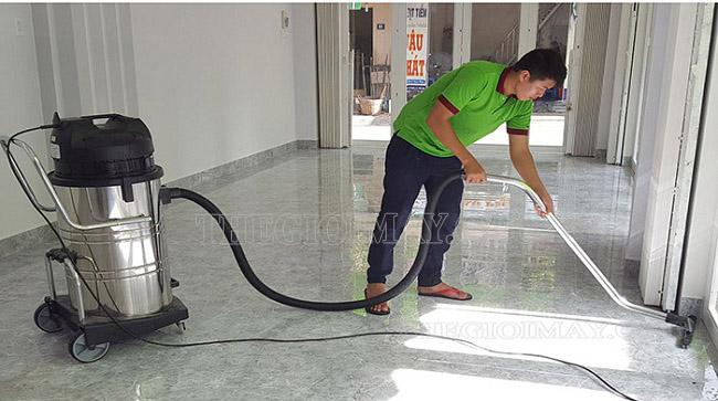 Máy hút bụi công nghiệp hỗ trợ tốt việc dọn vệ sinh