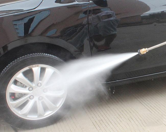 Máy rửa xe Eurotech với khả năng phun rửa mạnh