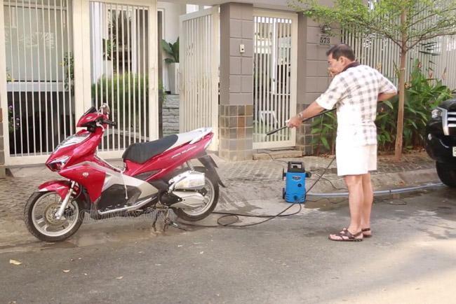 Máy xịt rửa xe Kachi có tính năng vượt trội
