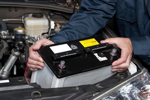 Có hai loại ắc-quy chính sử dụng trên ô tô