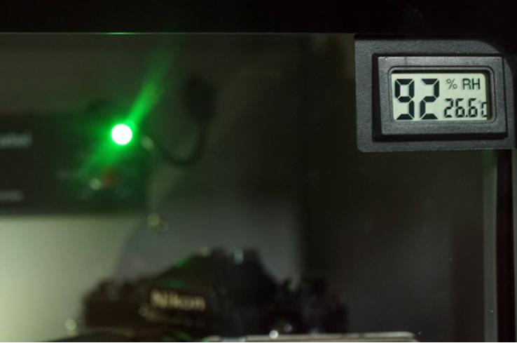 Đồng hồ hiển thị độ ẩm và nhiệt độ