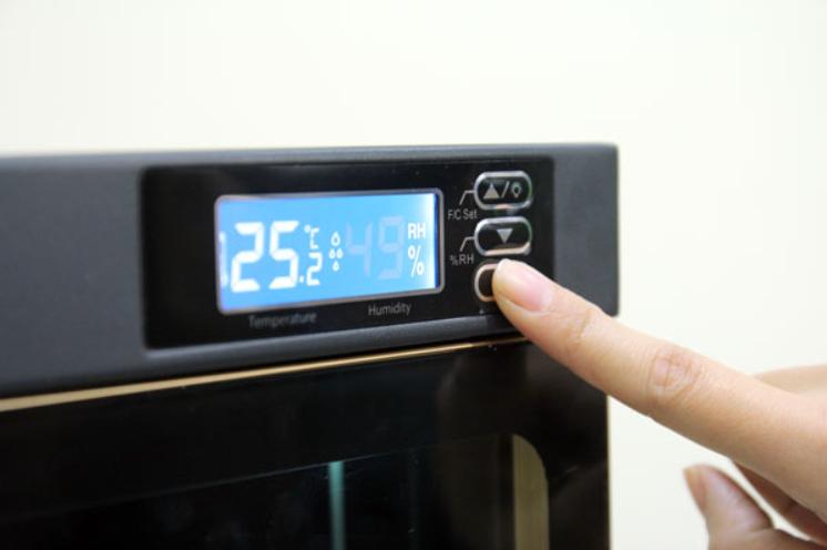 Nút điều chỉnh nhiệt độ, độ ẩm