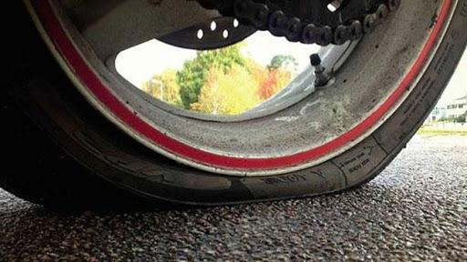 Lốp xe non hơi cung khiến xe đi bị chao đảo