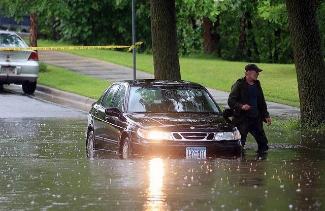 Di chuyển trên đường ngập nước cũng gây hư hại ổ bi