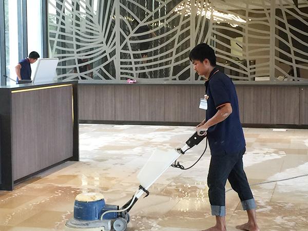 sử dụng máy chà sàn công nghiệp