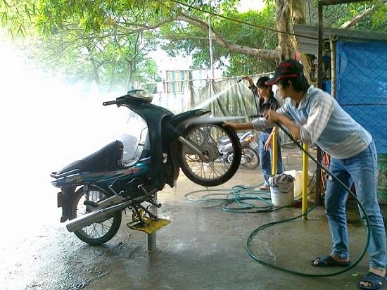 cầu nâng xe máy giúp nâng cao hiệu quả công việc
