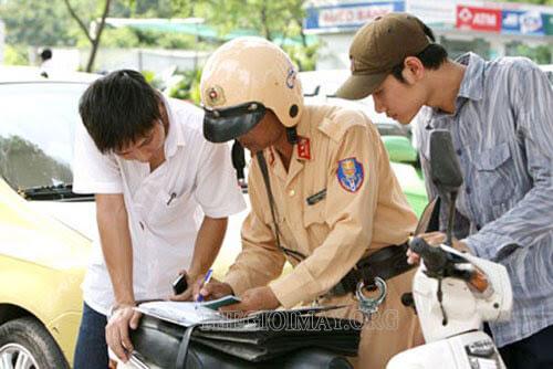 đi xe máy không có bằng lái xe