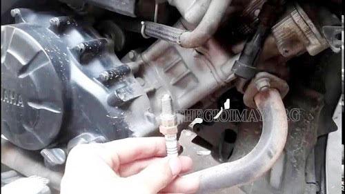 khắc phục xe máy bị ngộp xăng thế nào