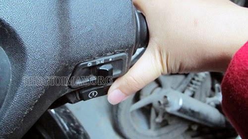 khắc phục xe không đề được máy