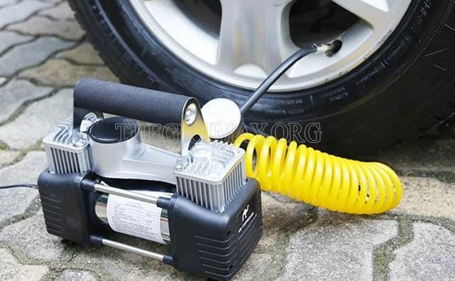 máy bơm lốp ô tô mini