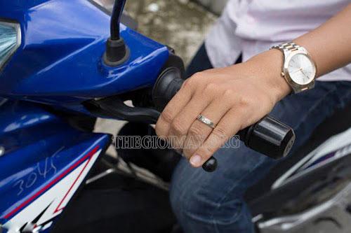 tình trạng tê tay khi đi xe máy